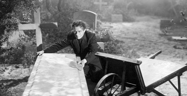 Dead Men Walk(1943)